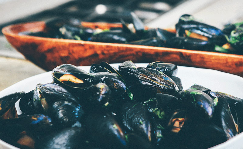 image of mussels moules marinare at food sorcery cookery school Manchestern shellfish class