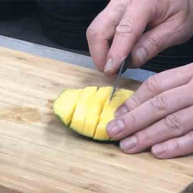 image of slicing mango at healthy eating cookery class