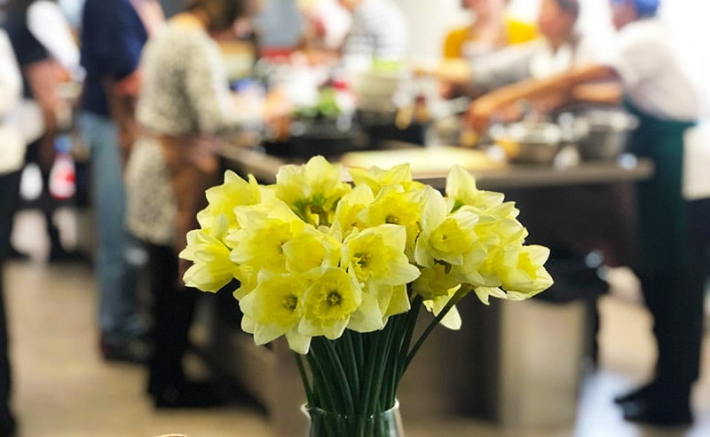 image of daffodiles for mothers day cooking expereince